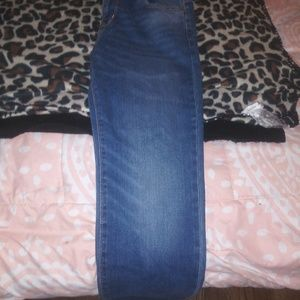 OLD NAVY BRAND NEW NEVER WORN TO BIG JEANS BOYS